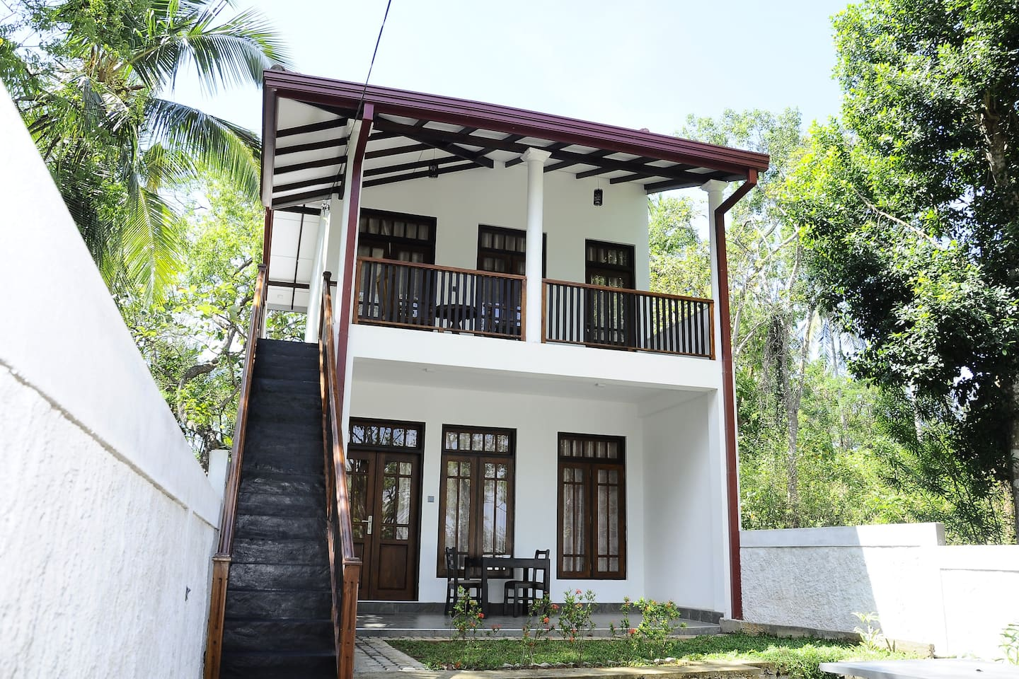 AMOUR AT TURTLE BEACH, REKAWA, SRI LANKA, PRIVATE HOUSE WITH TWO LUXURY BEDROOMS, JUST 20 METERS TO THE BEACH AND TURTLE WATCH, LOCATED IN FRONT OF THE REKAWA LAGOON.