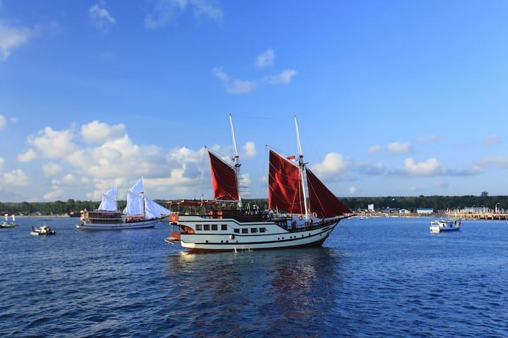 Raja Naga Laut. Full Boat Charter.