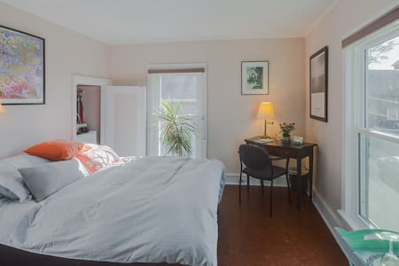 Peaceful Suite with a Harbor View - Fairhaven
