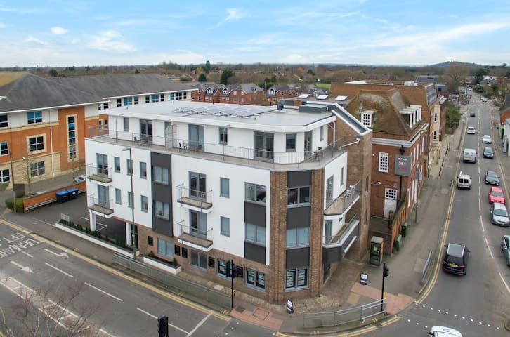 ONE BED APARTMENT CENTRAL EGHAM #MH7