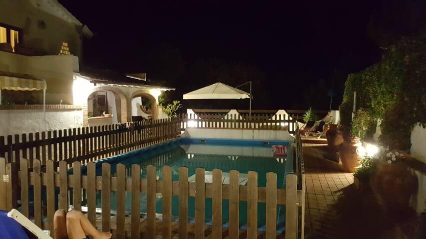 Appartamento con piscina e a 4 km spiagge bianche