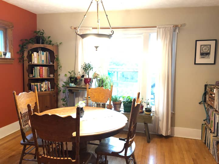 Second Cozy Room Near The Farmer's Market!