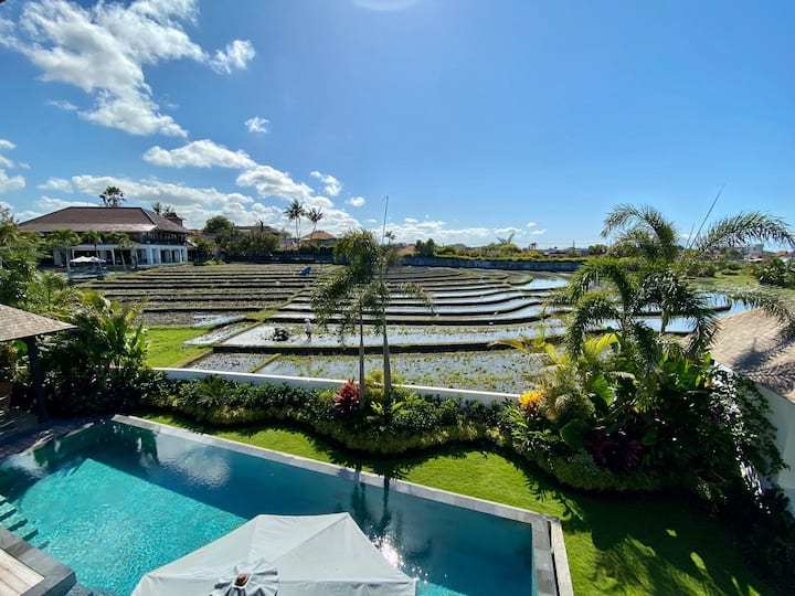 Scenic Private Villa, 4 BR, Canggu w/ staff