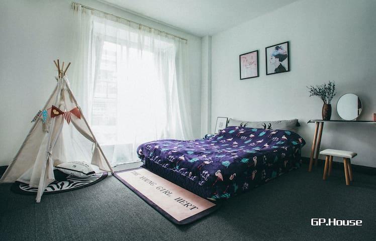 GP HOUSE3肇庆市中心,各大商场,岩前特色酒吧街,七星岩均在一公里范围内的小区复式房。