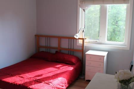Quiet Sunny Room in Nepean - Ottawa