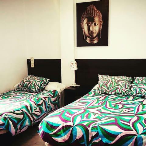 Habitación triple privada - Marbella - Bed & Breakfast
