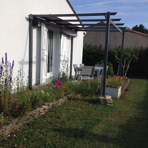 charmante maison aux portes du médoc - Parempuyre - House