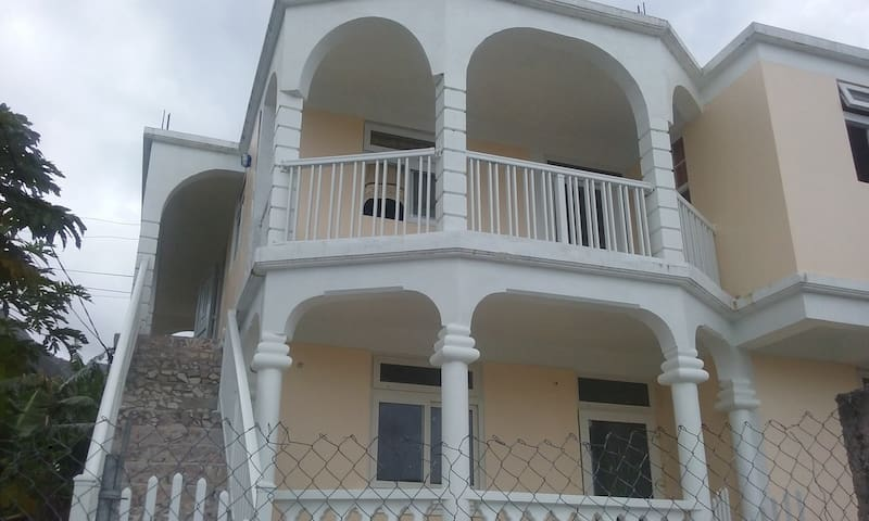 Balcony House - Pointe Michel - Casa