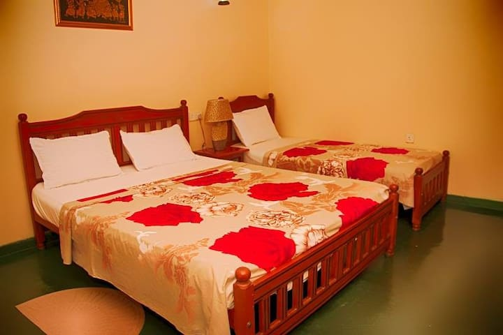 Kandy Guesthouse - Kandy - Bed & Breakfast