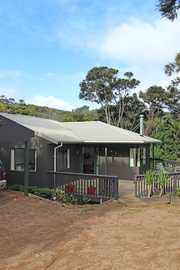 Waiheke - Beach plus Birds - Modern Holiday Home