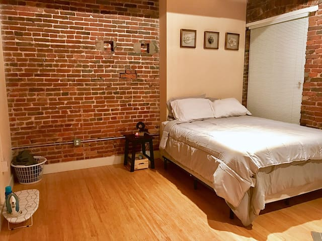 Spacious Loft in Inner Harbor ! - Baltimore