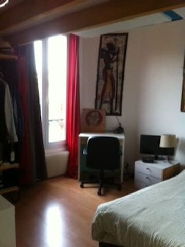 Chambre calme2 mn du RER Rueil