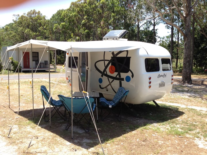 Vintage Caravan Glamping - Atomic at Byron Bay