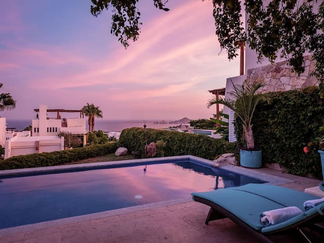 Expansive Views of Famous Cabo Arch: Villa Sirena