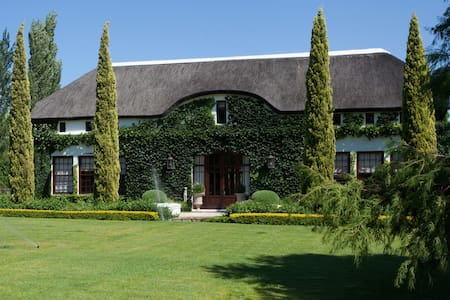 Country Family Home (4 bedroom) - Huis