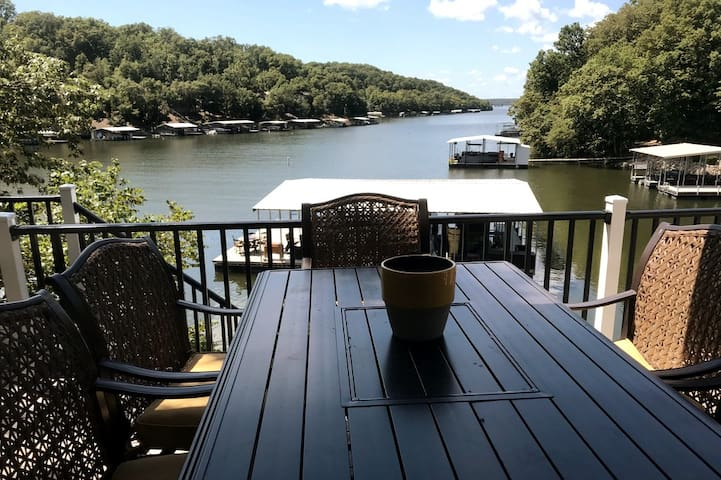 Private, Multi-Family, Lakefront Home! Calm Cove!