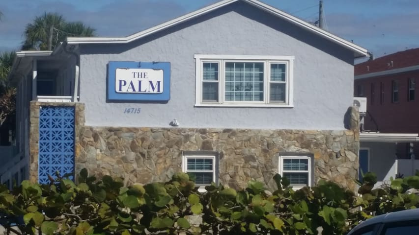 4. Palm 8 of Madeira Beach path across street