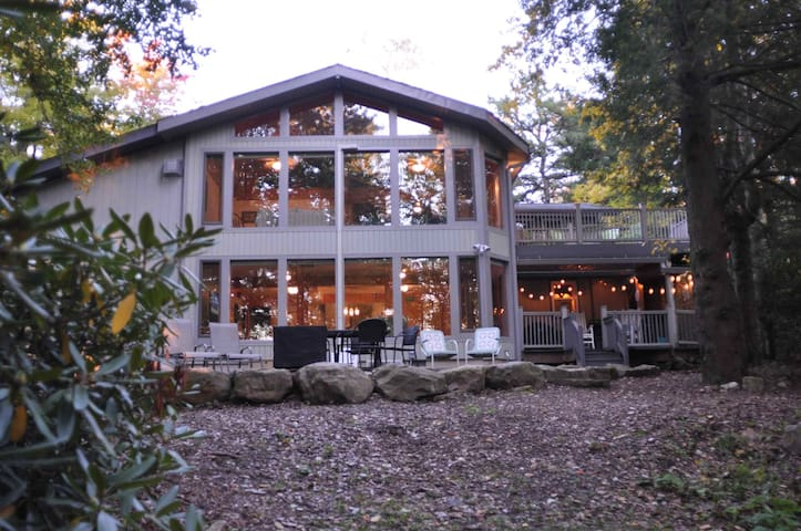 Beautiful Lakefront Home in Lake Naomi