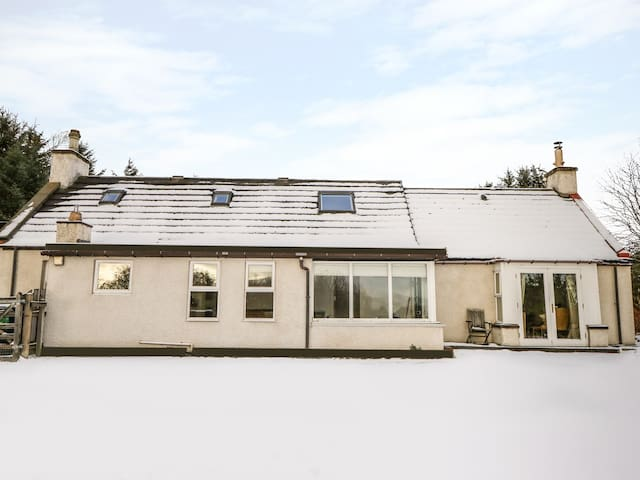 NEWLANDS, pet friendly, with open fire in Archiestown, Ref 21275