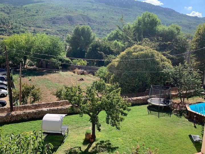Casa Rural  entera con chimeneas, jardín, piscina