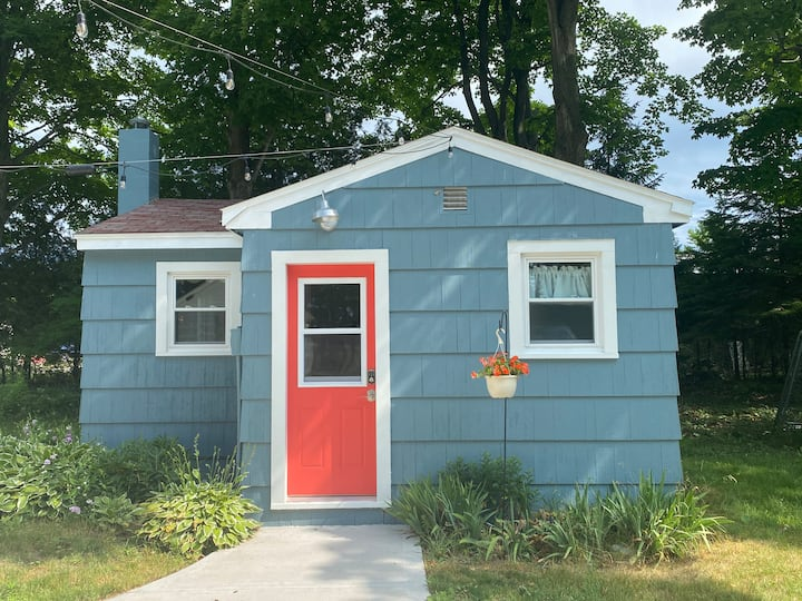 Aunt Ethel's Cozy Island Cottage - close to town!