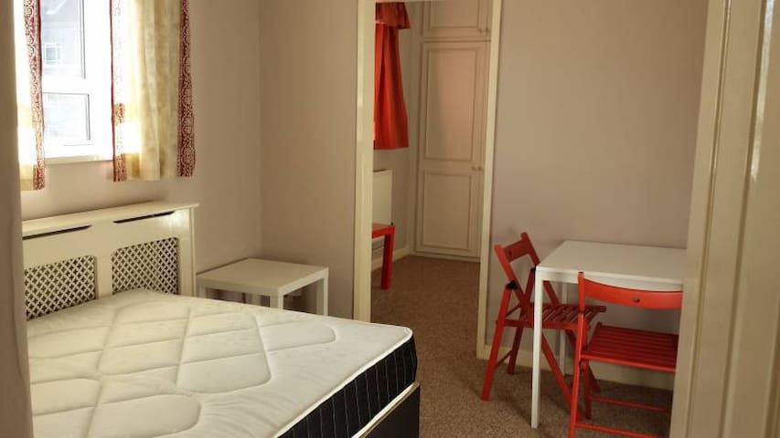 Bright room in central location (near Westfield)