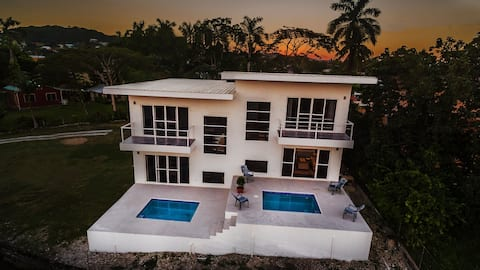 Suzie's Hilltop Villa 1