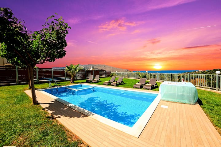 Sunlight Villas with 3 private pools for 36 guests