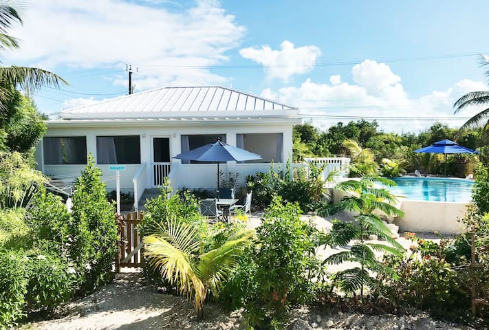 Pool House by Beach - 3 minute walk to Grace Bay