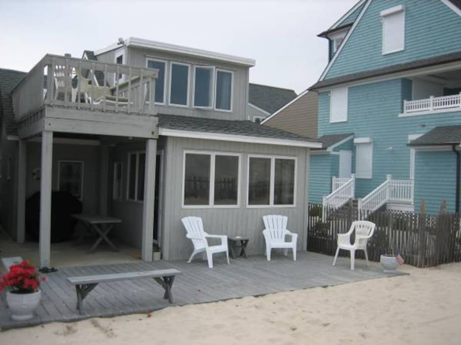 totally awesome, private beach bungalow right on the beach!