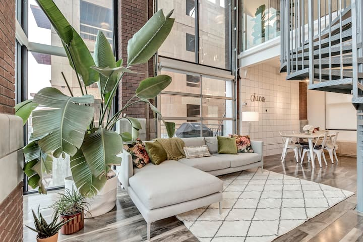 Sunny 2-bed downtown loft ideal for remote work