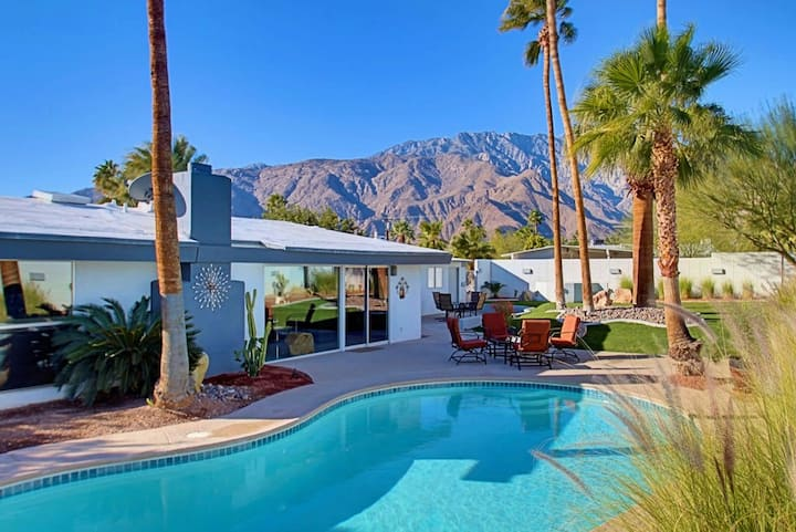Mid-century gem w/ private outdoor pool & firepit - 2 dogs welcome!