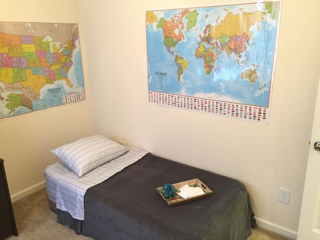 Cozy private room close to RDU/RTP - Morrisville