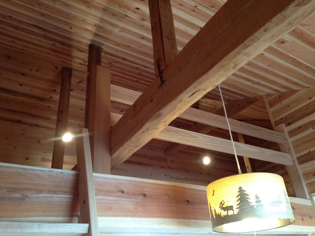 Cedar wood room in a family house for women. - 霧島市 - Casa
