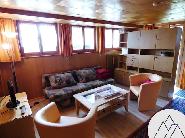 MARGARET BAS - Nice bottom of chalet for 4 people, located in the center of Chandolin.