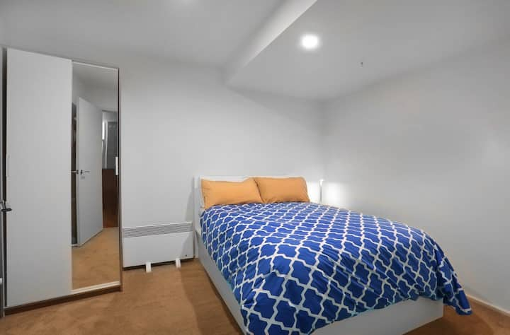 🏳️🌈GAY host, Spacious space & close to Train Station