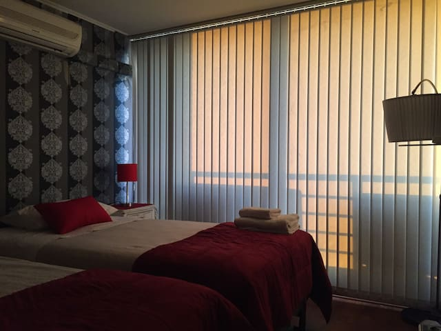 Private Bedroom with Clear View of Santiago - Santiago - Bed & Breakfast