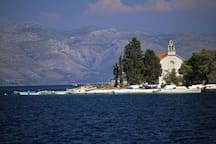Island Vrnik , nearby destination.