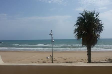 Apt front of the sea. Sandy beach. - Donnalucata - Byt