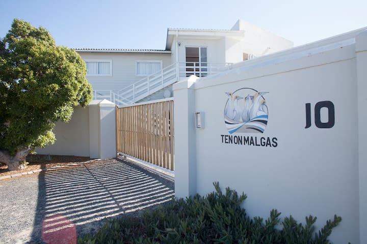 Ten on Malgas - Brilpikkewyn Room 4 - Yzerfontein - House
