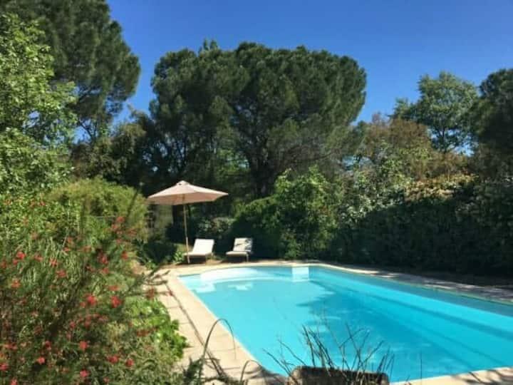 Maison arborée en Provence avec piscine privée