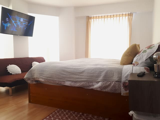 brand-new Bonny queen size bed room Great location
