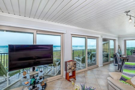 Luxurious Quiet Spacious 3BR Beachfront Sleeps 8