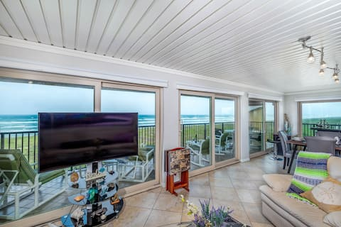 Luxury Spacious Direct Beach Front 3BR Sleeps 10