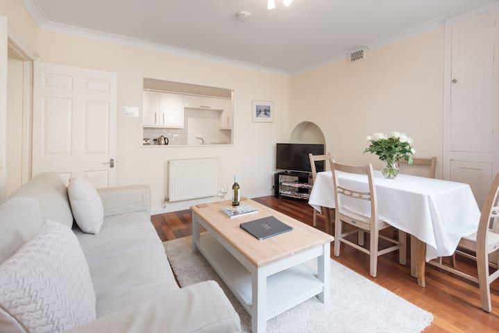 ⭐️Spacious, 2 bedroom central Brighton apartment⭐️