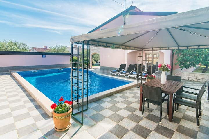 Nice Apartment Salha with Private Pool