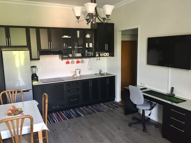 Cozy 1BD in Downtown by a SuperHost!