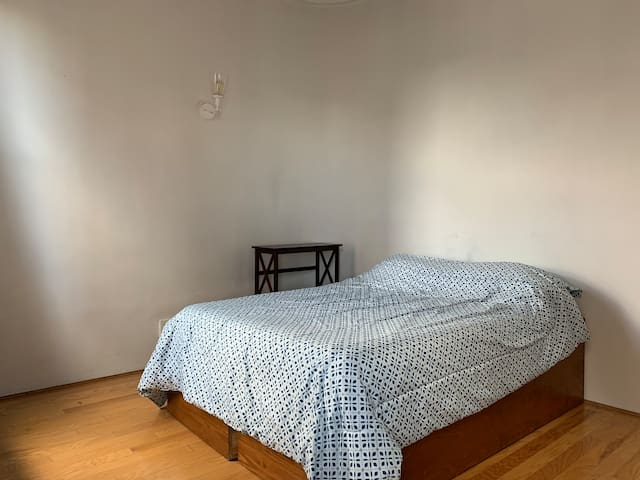 Spacious Room - West Village - Faces park!