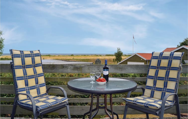 Holiday cottage with 2 bedrooms on 76 m² D87107