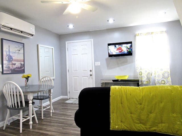 ENTIRE GUEST HOUSE NEAR BWI W/ PARKING
